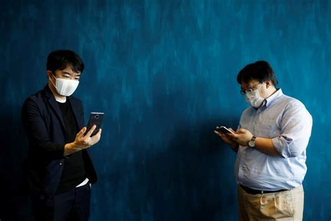This smart face-mask auto-translates languages as you