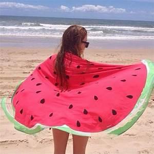 Grande Serviette De Plage Ronde : la serviette de plage 80 variants chic et originales ~ Teatrodelosmanantiales.com Idées de Décoration