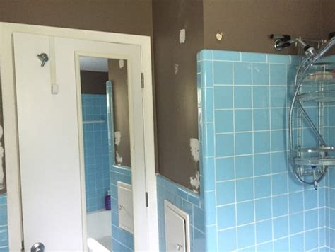 vintage blue tile in bathroom what color to paint walls