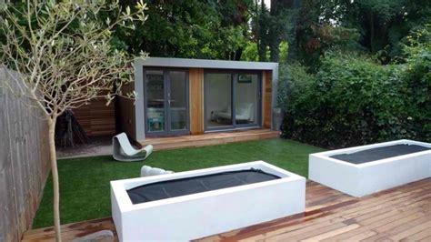 contemporary minimalist garden  landscape ideas founterior