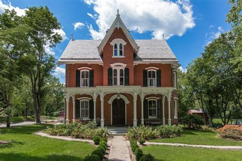 Home Architecture 101: Gothic Revival