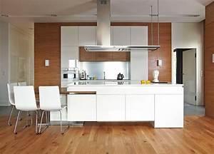 cuisine bois et blanc dans un appartement en 25 idees super With parquet massif cuisine