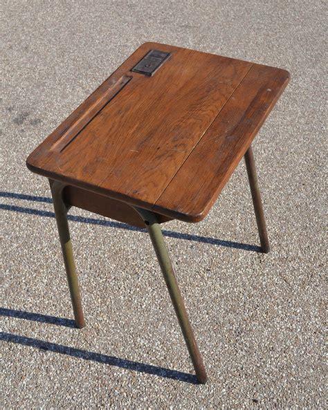 bureau ecole mobilier vintage pour enfants chaises tables coffres à