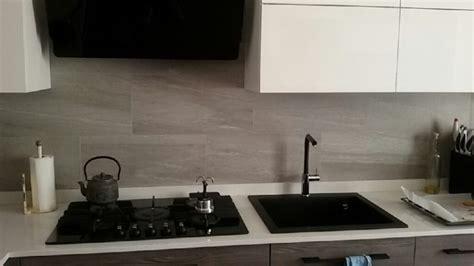 lavello e piano cottura lavello in fraganite bianco e piano cottura in vetro