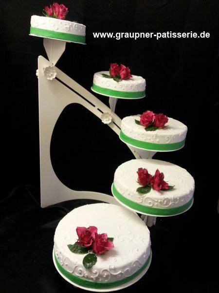 hochzeitstorte mit 5 stufen weiß mit roter und grünem band zur dekoration - Dekoration Fã R Hochzeitstorte
