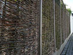 wie hoch darf ein zaun sein nachbarrecht einfriedung gartenzaun sichtschutzzaun