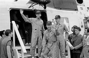 File:Apollo13 crew.jpg - Wikimedia Commons