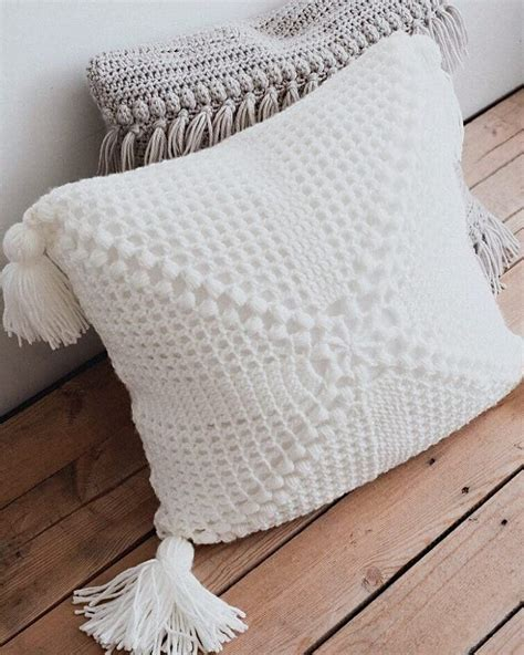 Crocheted pillow | Gehaakte kussens, Haken, Breien en haken