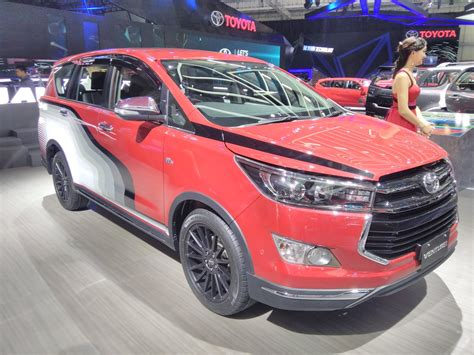 Toyota Venturer Backgrounds by Toyota Innova Venturer With Graphics Giias 2017 Live