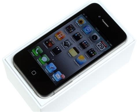 whats the newest iphone apple iphone 4 review 2 whats inside a iphone 4 box