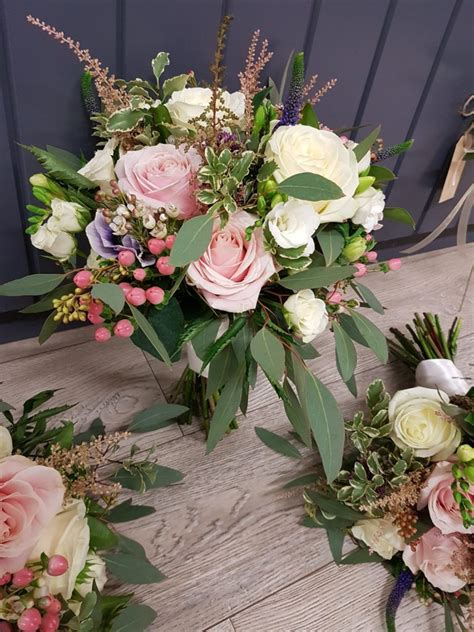 experts  guide  picking  wedding flowers