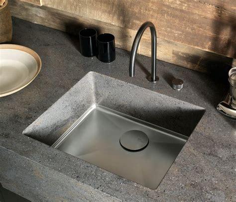 Undermounted Sink Sparkling 613 Corian Seamless
