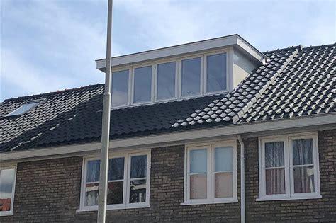 hellend dak isoleren