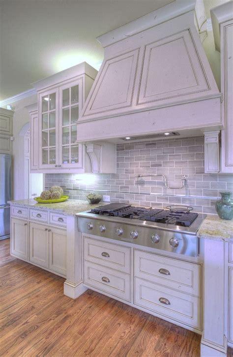 shabby chic kitchen wall tiles the 25 best backsplash kitchen white cabinets ideas on pinterest grey backsplash white