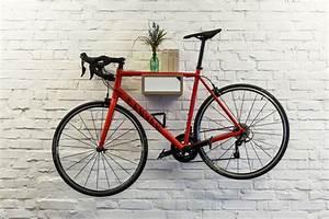 Fahrrad Wandhalterung Holz : bicycledudes fahrrad wandhalterung jakob aus nachhaltigem holz avocadostore ~ Markanthonyermac.com Haus und Dekorationen