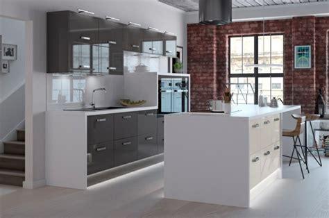 cuisine gris et blanc cuisine gris anthracite 56 idées pour une cuisine chic