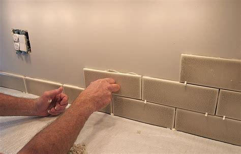 How To Cut Glass Tiles For Backsplash : Tile Backsplash Layout