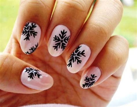 Nail Art Winter : 9 Simple Snowflake Nail Art Designs