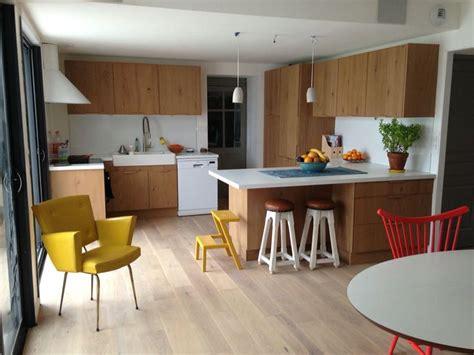 cuisine blanc et bois ambiance scandinave pour cette cuisine nantaise bois et
