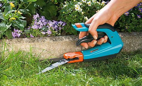 Rasenkante Selber Bauen by Rasenkante Schneiden Rasenpflege Selbst De