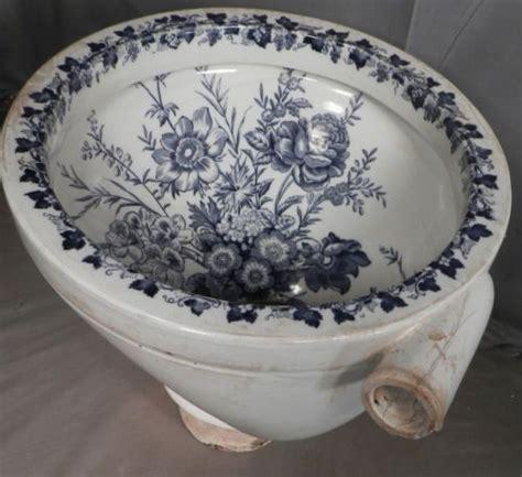 porcelain bidet 36 best painted toilets images on bathroom