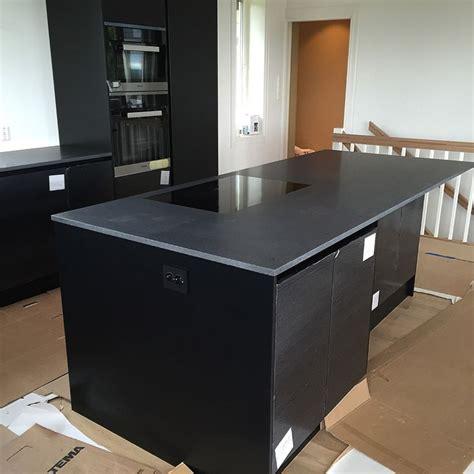 moderne kjokken inspirasjon med nero assoluto svart granit