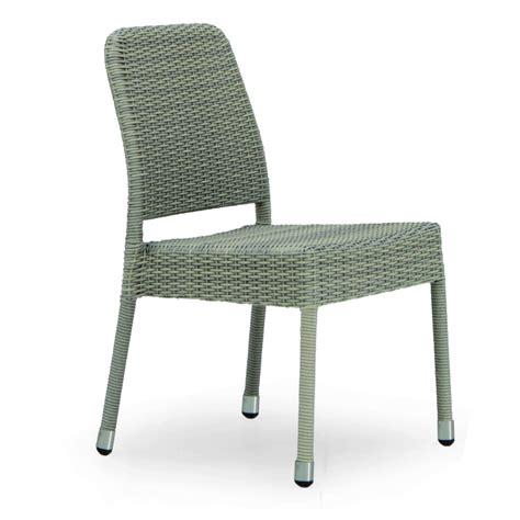 chaise de jardin en résine tressée chaise de jardin taupe en résine tressée brin d 39 ouest