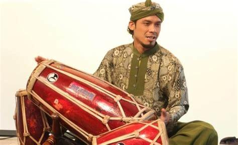 Contoh penggunaanya seperti alat musik yang menggunakan barang bekas atau sebagainya ; Pengertian, Macam-Macam, Contoh ALAT MUSIK RITMIS Tradisional & Modern
