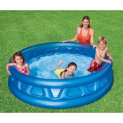 une piscine gonflable id 233 ale pour rafraichir les tout petits