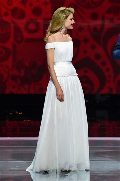 natalia vodianova white   shoulder formal dress