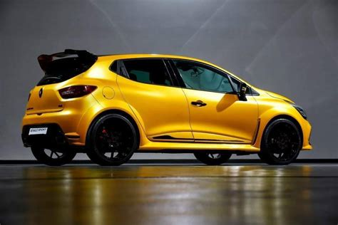 renault clio sport renault clio rs grows more muscle could get 250 hp