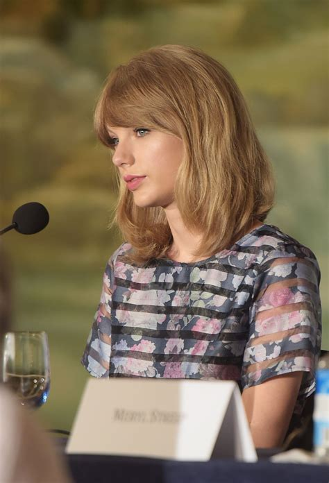 Taylor Swift - 'The Giver' Press Conference in New York ...