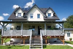 Amerikanische Holzhäuser Bauen : amerikanische veranda massivbau mit satteldach ~ Sanjose-hotels-ca.com Haus und Dekorationen
