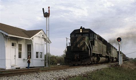 North Zulch depot and semaphore train order signal