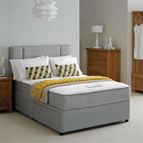 How To Choose Small Double Bed For Small Bedroom?