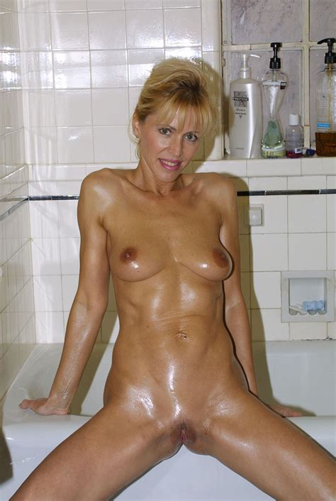 Horny Oiled Up Blonde Mature In Bathroom Clearly Pornshackxyz