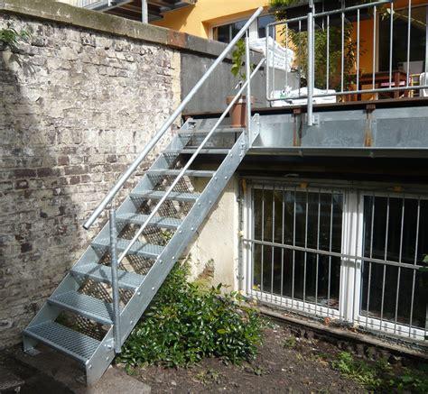 Außentreppe Aus Stahl by Au 223 Entreppen Treppengel 228 Nder Und Handl 228 Ufe Aus Metall