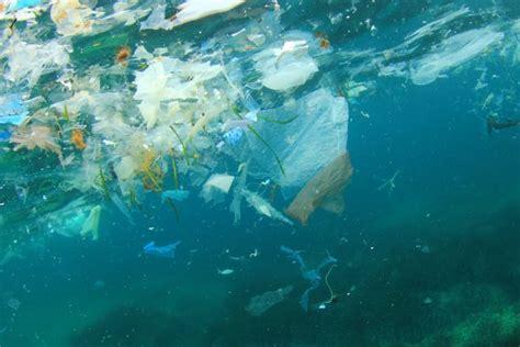 satellite pour surveiller les dechets plastique qui