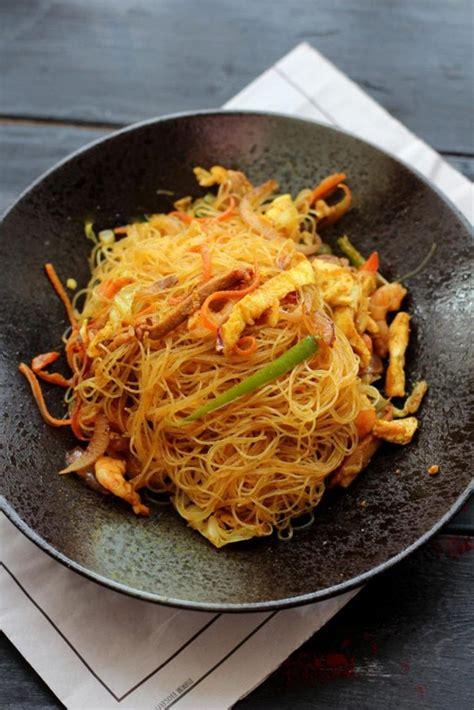 chow mei fun   common dish  china  called mai fun beehoon meehoon mee fen  bun