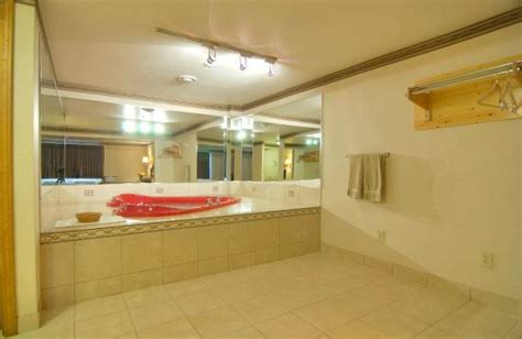 hotels with tubs in ct americas best value inn suites wolcott updated 2018
