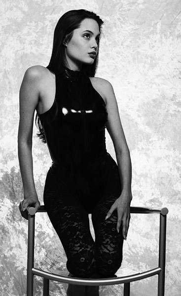16 gadus vecās Andželinas Džolijas fotosesija | 90s fashion, Angelina jolie 90s, Angelina jolie