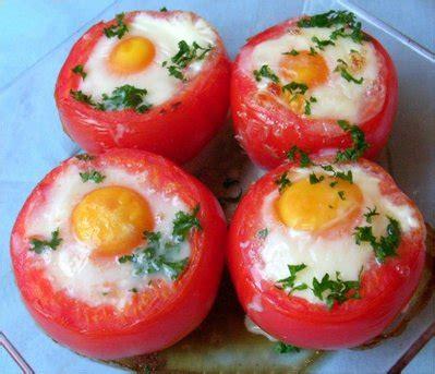 cuisine avec des oeufs oeufs en coque de tomates toutes les recettes et