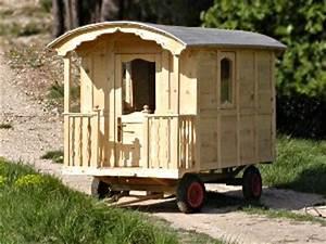 Cabane Enfant Occasion : une cabane pour les enfants en forme de roulotte ~ Teatrodelosmanantiales.com Idées de Décoration