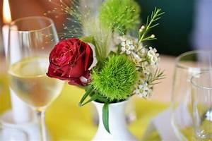 Vase Für Eine Blume : 1001 ideen f r tischdeko kommunion zum entlehnen ~ Sanjose-hotels-ca.com Haus und Dekorationen