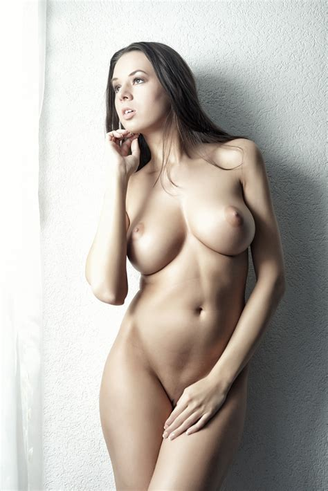 Brunette With Perfect Tits Pepsicoke