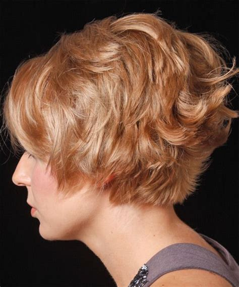 short wavy casual hairstyle  layered bangs