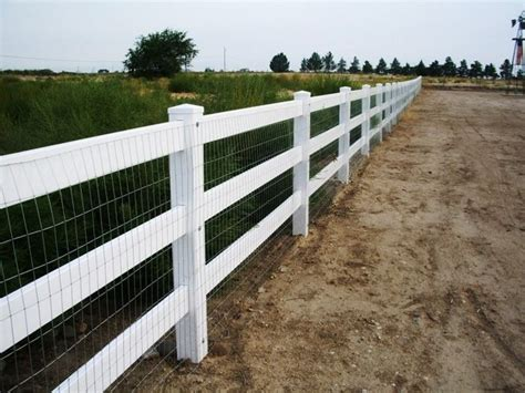 Vinyl Post And Rails With Wire Mesh
