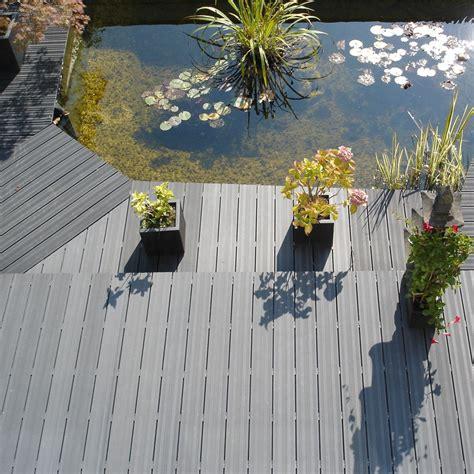 lame de terrasse en bois composite grise 225 x 14 5 x 2 1 cm
