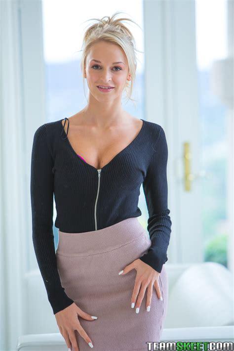 Emma Hix Favorites Blonde Seductress Emma Hix Curves For