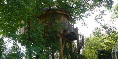 chambre d hote cabane dans les arbres des chambres d hôtes perchées dans les arbres sud ouest fr